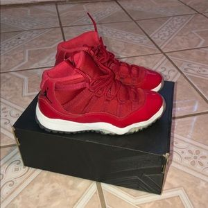 Air Jordan 11 gym red